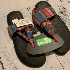 Sanuk thung sandals size 8